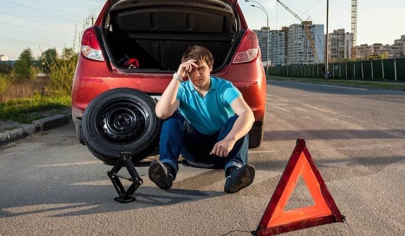 Dịch vụ vá vỏ ô tô lưu động giúp người sử dụng xe giải quyết các vấn đề phát sinh của xe